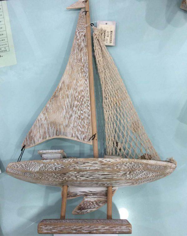 کشتی بادبان دار چوبی کوچک