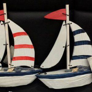 کشتی بادبانی چوبی کوچک
